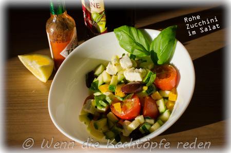 rohe zucchini im salat kulinarisch und optisch ansprechend wenn die kocht pfe reden. Black Bedroom Furniture Sets. Home Design Ideas