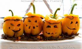 Halloween-Laternen aus Paprika und schwarzen Spaghetti