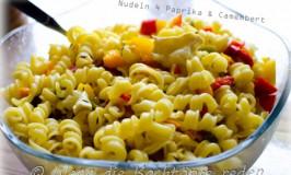 Einfache 4-Paprika-Nudeln mit Camembert
