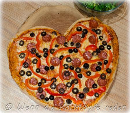 pizzaherz-verliebten-valentinstag-scharfer-salami-paprika
