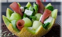 Fruchtiger Melonensalat mit Feta und Lachsschinken