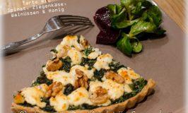 Tarte mit frischem Spinat, Ziegenkäse, Walnüssen und einem leichtem Honigtouch