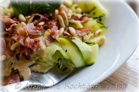 zucchini-tagliatelle-bandnudeln-schinken-ziegenkaesesauce