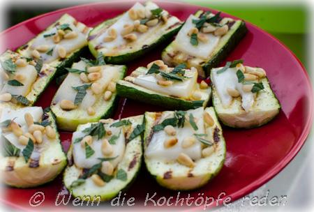 zucchini-ziegenkäse-honig-minze-pinienkerne-vom-grill